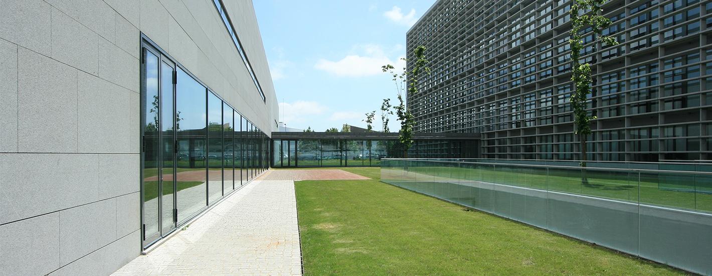 Biblioteca Geral FMUP - entrada lateral