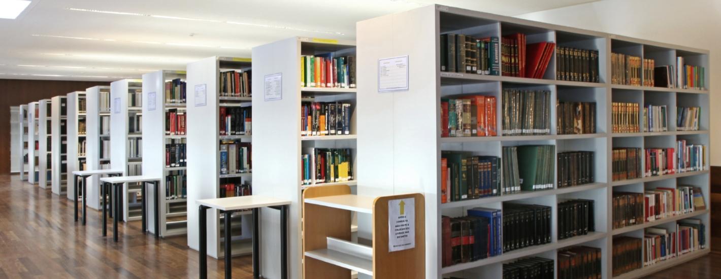 Sala de Leitura - Estantes